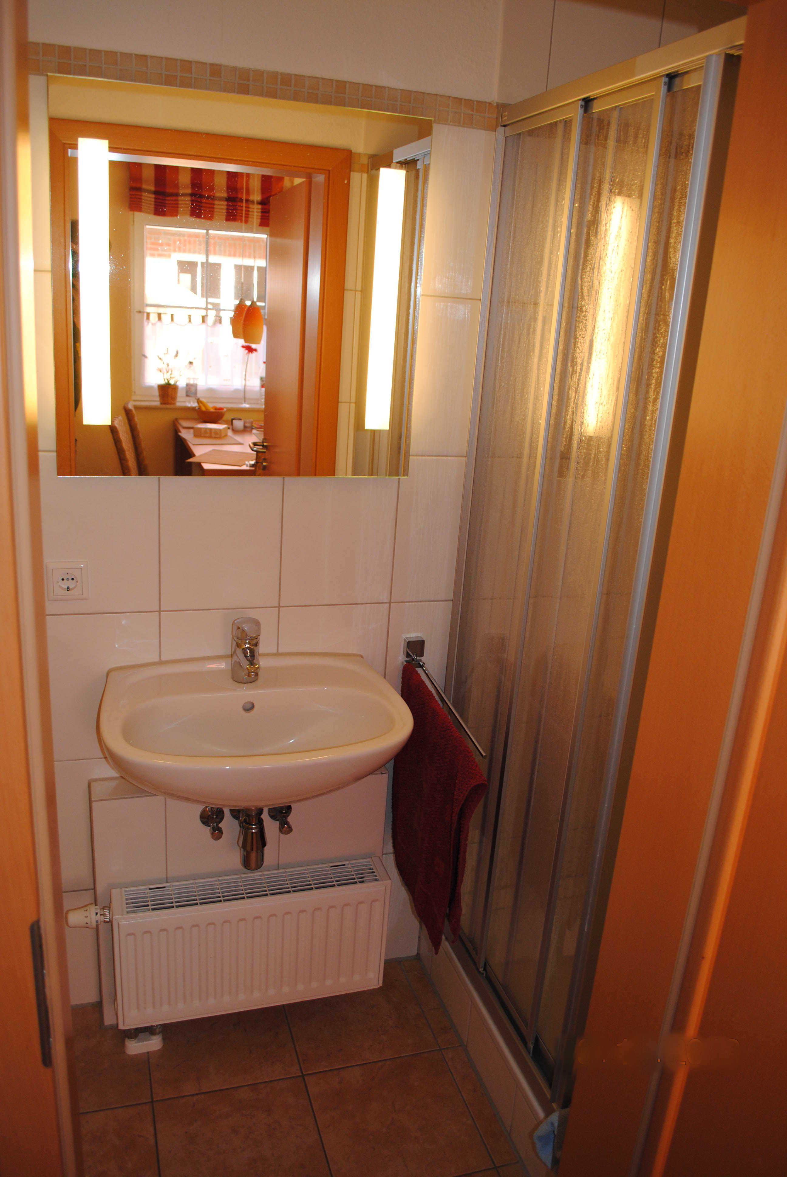 Waschbecken im Gäste-WC / unterem Bad