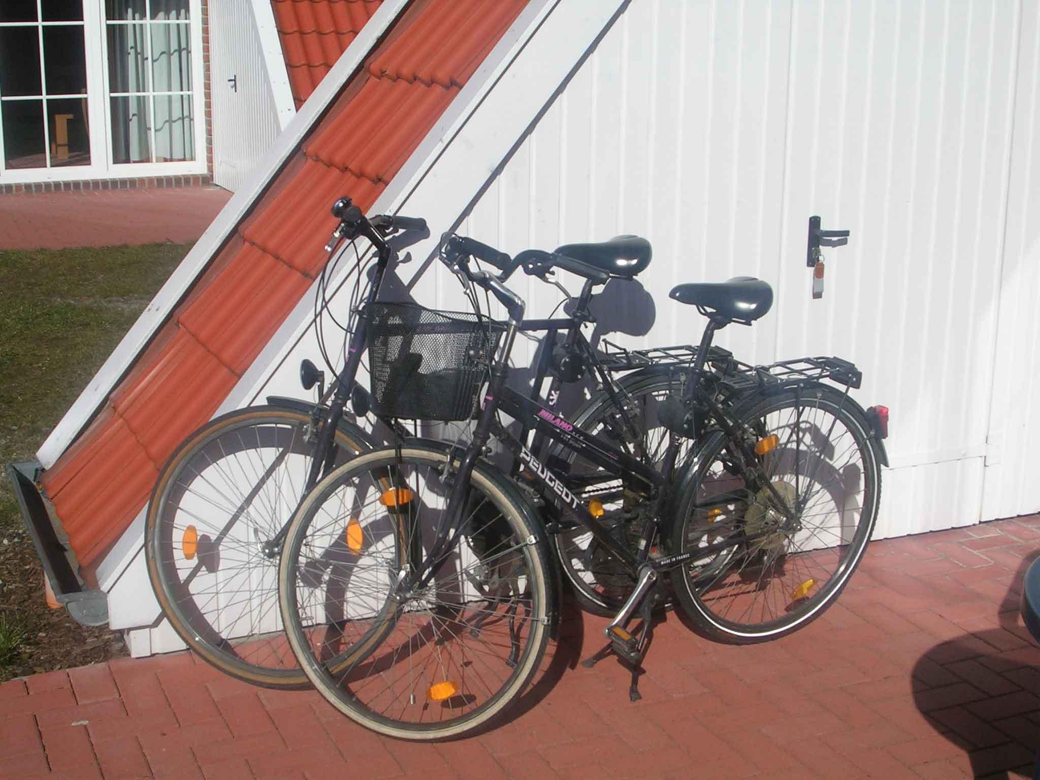 Wir stellen Ihnen diese beiden Fahhräder incl. stabiler Kindersitze zur Verfügung
