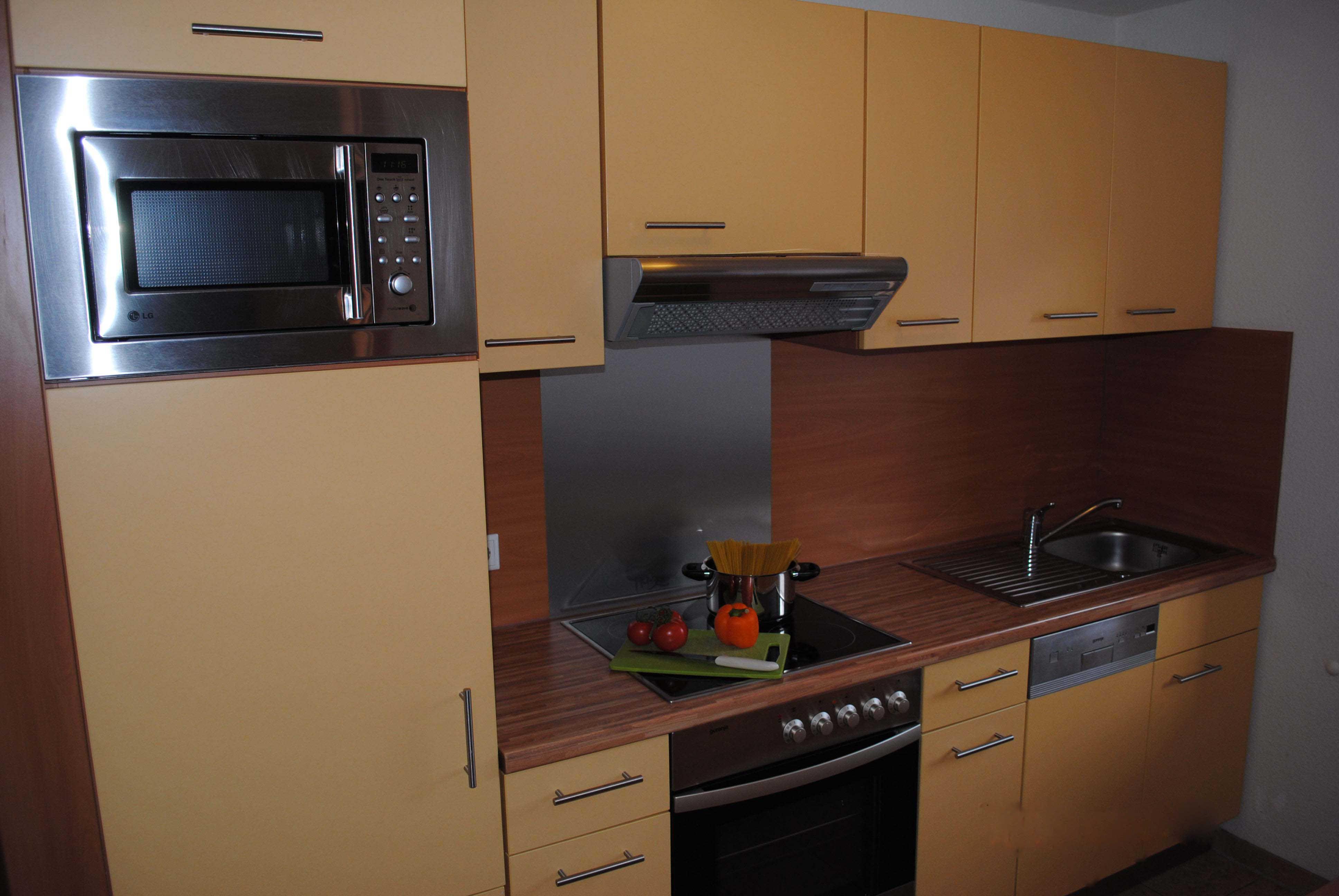 Die Küche lässt keine Wünsche offen! (Spülmaschine, Mikrowelle etc.)
