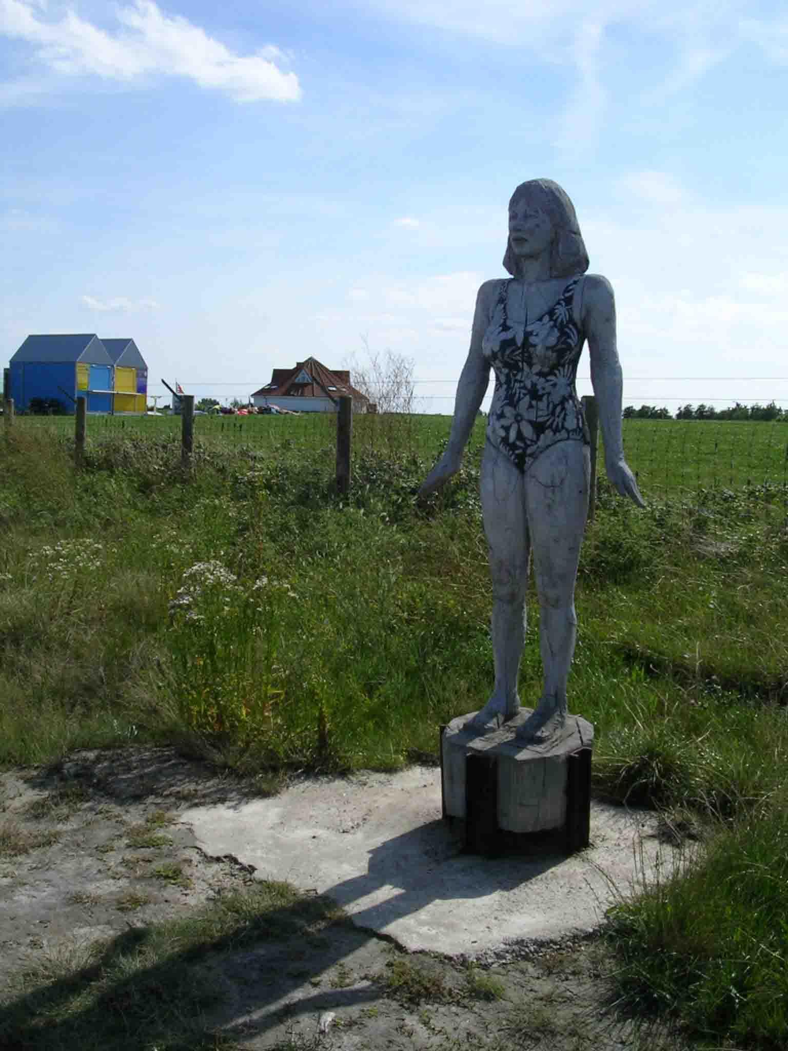 Auf dem Weg nach Fedderwaddersiel gibt es zeitgenössische Kunst