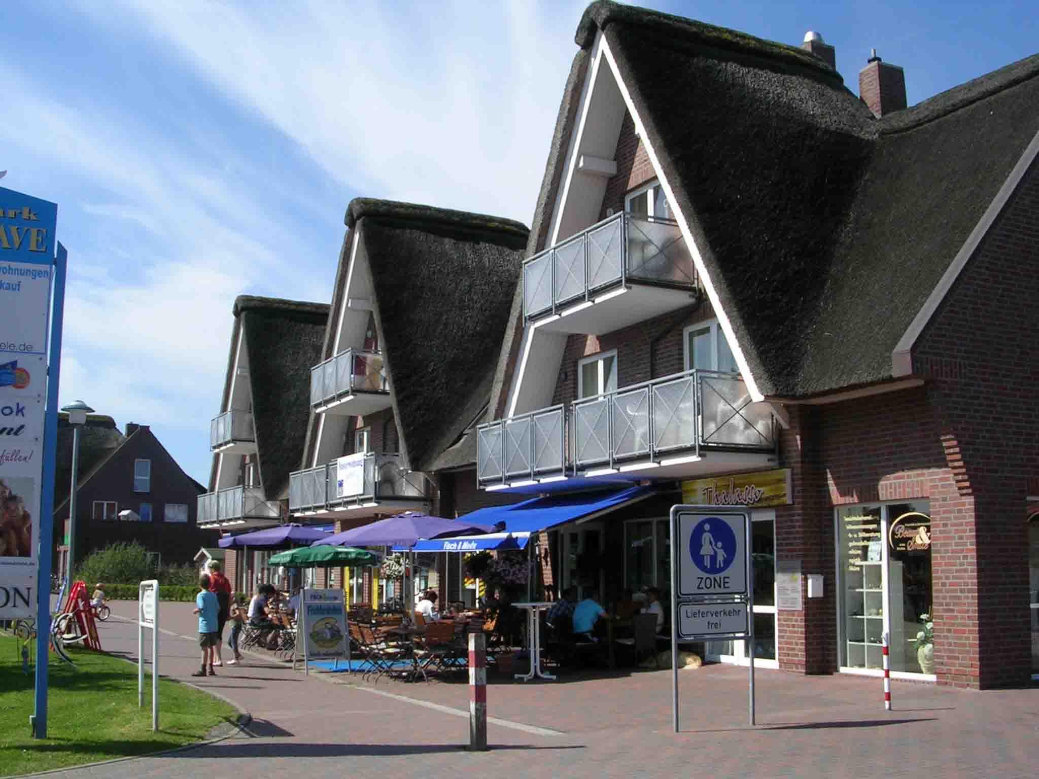 """Neben der Rezeption gibt es hier das Restaurant """"Käpt'n Hook"""", einen guten Fischimbiß, Souvenir- und Kleidungsgeschäfte und einen Friseur."""