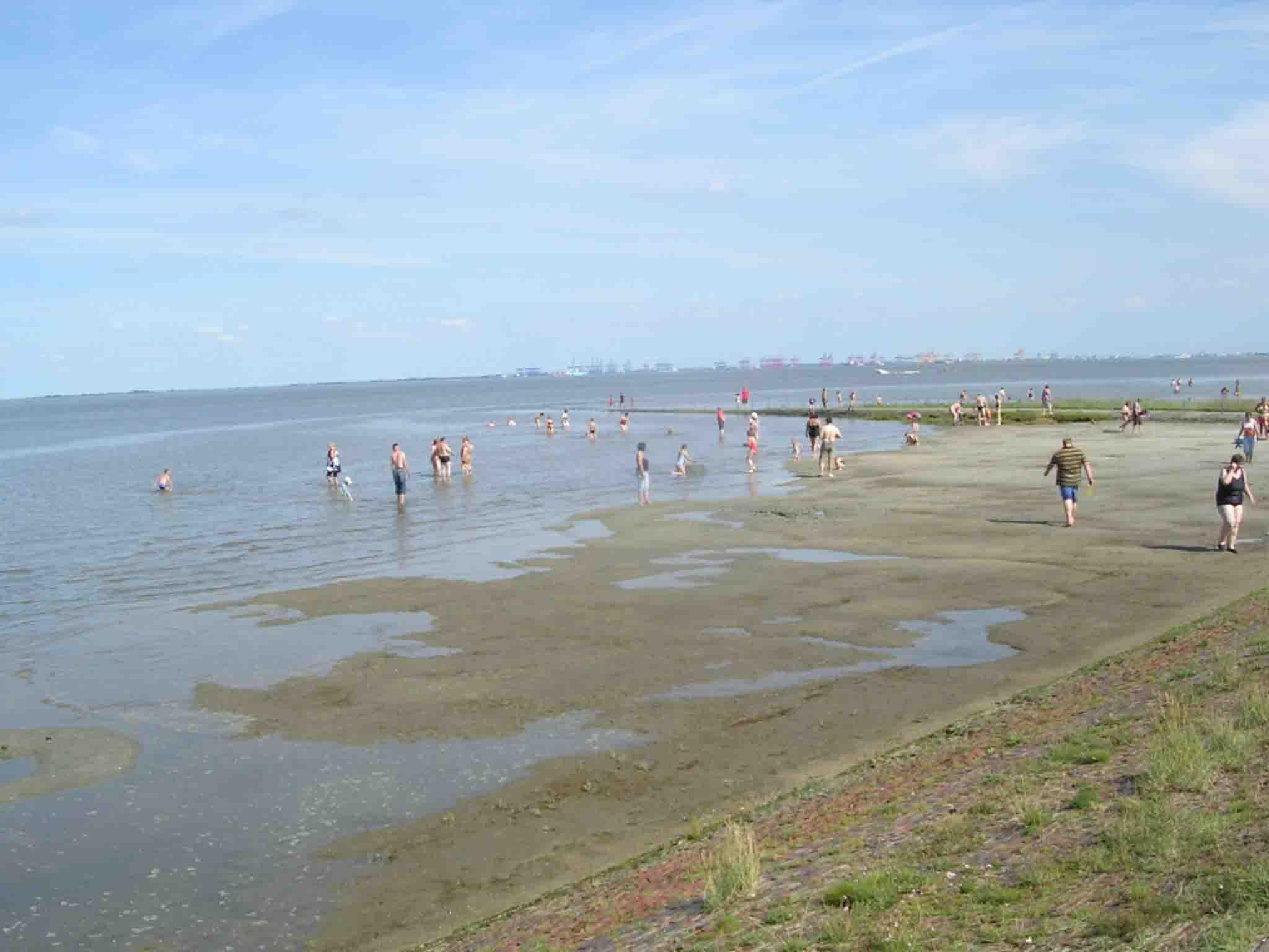 Der Strand zieht bei schönem Wetter viele Leute an. Bei schlechtem Wetter noch die unverwüstlichen...